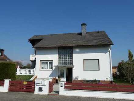 Frankfurt Harheim: Gepflegtes 3-Familienhaus mit Garten in direkter Feldrandlage