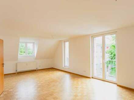 Attraktive, helle, großzügige vier Zimmer Dachgeschoss-Wohnung im Zentrum Offenburgs