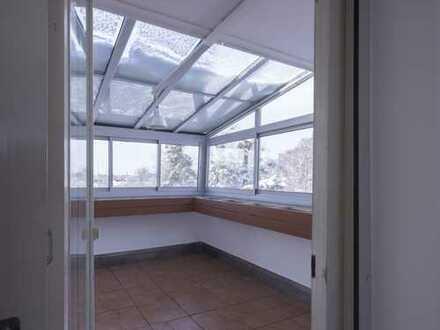 Geräumige und renovierte 2-Zimmer-DG-Wohnung mit Wintergarten in Rosenheim