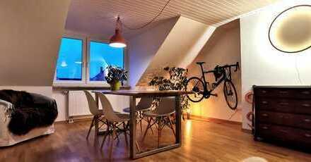 Schöne, helle DG-Wohnung in Isarnähe, möbliert zur Zwischenmiete