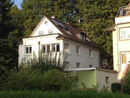 Altbauwohnung mit Balkon und Wintergarten