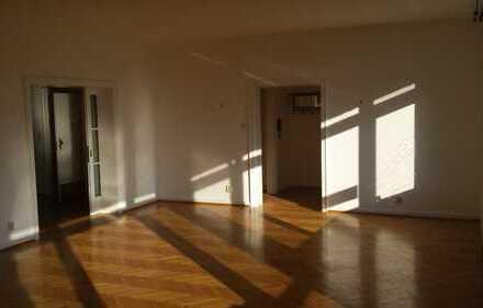 BonnPlittersdorf, helles und großes Apartment mit Rheinblick direkt an der Bonn International School