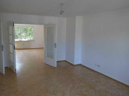 Gepflegte Wohnung mit vier Zimmern und Balkon in Nordrhein-Westfalen - Moers