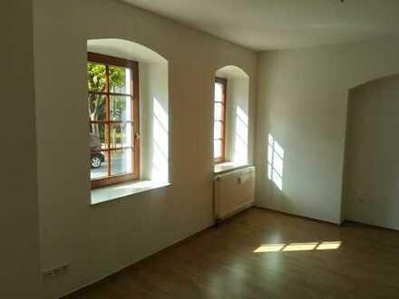 Schöne vollständig renovierte 2-Zimmer-Wohnung in Löbau (zentrale Lage)