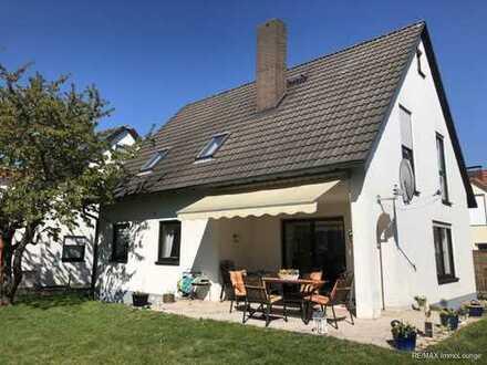 EXKLUSIV WOHNEN! Freistehendes Einfamilienhaus mit EBK, Garage und Garten in Nürnberg-Moorenbrunn.