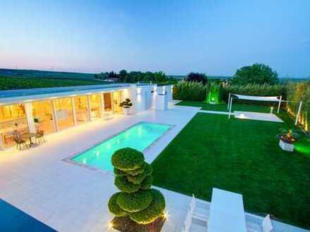 Villa/Zwei Familienhaus mit Büro/Gewerbeeinheit und uneinsehbaren Garten mit Pool