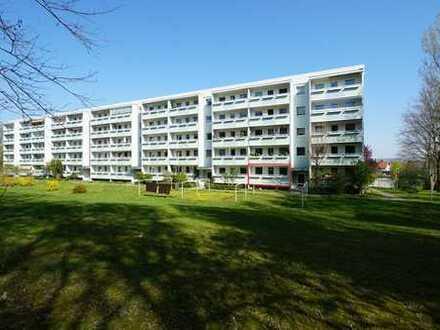 Leubnitz-Neuostra: Balkonblick ins Grüne