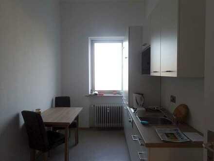 2 Zimmer Büro in Gemeinschaftsetage neu renoviert