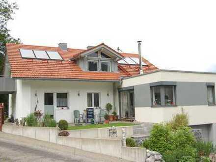 Großzügiges Ein- bis Zweifamilienhaus in sonniger Ortsrandlage unweit von Isny