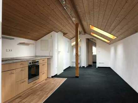 Helle, ruhige & gepflege 1,5-Zimmer-DG-Wohnung mit Balkon und EBK in Bad Aibling