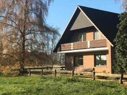 Sehr helle 4-Zimmer-Dachgeschosswohnung mit Balkon in Ganderkesee-Bookholzberg