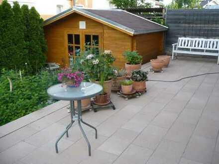 Provisionsfrei.Renovierte 3-Zimmer- Gartenwohnung-Wohnung mit ca. 50qm Terasse und ca. 150qm Garten