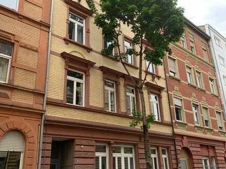 Helle EG Wohnung, 2 ZK, Tageslichtbad, neue EBK