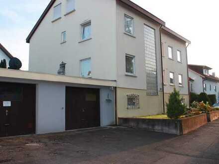 Großzügig geschnittene, gemütliche 4,5 Zimmer Wohnung mit Balkon in einem Dreifamilienhaus