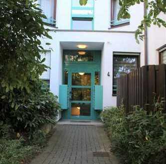 ** 1 Raum / Balkon / Tiefgaragenstellplatz / Bad mit Dusche / Kellerabteil / vermietet **