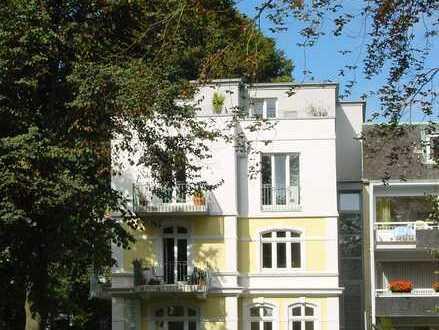 Alsterdorf:Geräumige Maisonette-Whg.(145 m²)mit großer Dachterrasse und zwei Balkonen