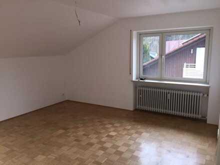 Ruhige 2-Zimmer-DG-Wohnung in Gilching-Geisenbrunn