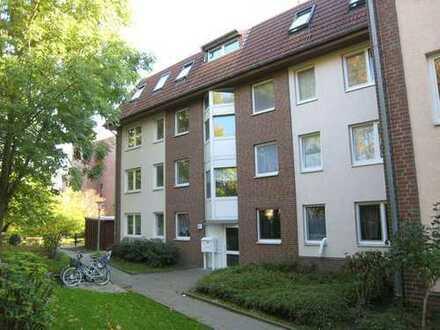 geräumige Dachgeschosswohnung- kurzfristig bezugsfrei!