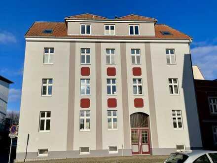 Sofort bezugsfrei - Zentrumsnahe 2-Zi.-Altbauwohnung mit Balkon
