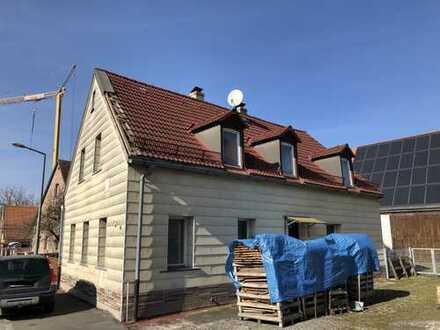 Sanierungsbedürftiges freistehendes Einfamilienhaus mit sehr kleinem Grundstück