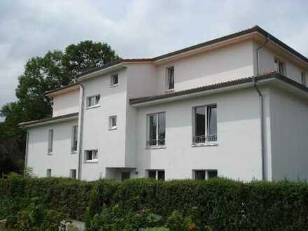 Helle Drei-Zimmer Erdgeschoss Wohnung mit Terrasse in Kattenesch