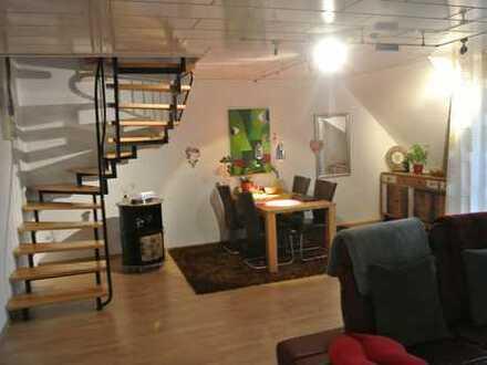 Gepflegte 2-Zimmer-DG-Wohnung mit Balkon in Moers