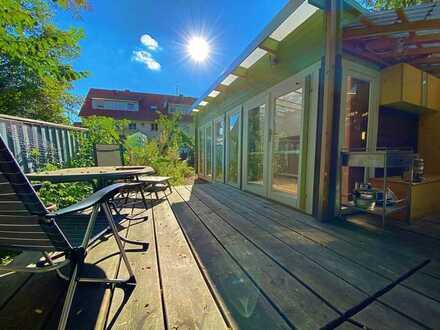 GARTENPARADIES - 2 bis 3 Zimmer Wohnung mit großzügigem Gartenanteil und Gartenhaus