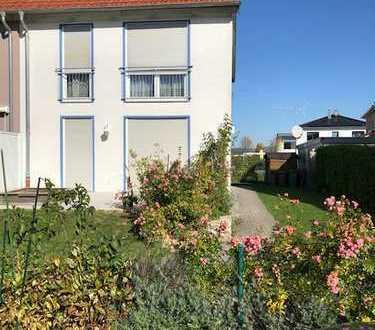 Eschenau! Schicke, sonnige, ruhige Doppelhaushälfte, in gewachsener Umgebung, sucht neue Bewohner!