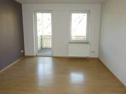 3-Zi-Wohnung mit Balkon - Bad mit Fenster/Wanne/Dusche!