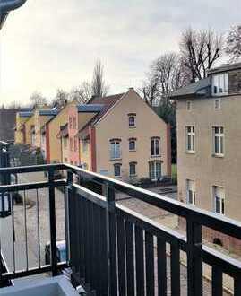 Erstbezug mit EBK und Balkon: sehr hell, sonnig und ruhig