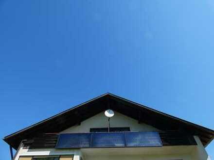 +++ attraktive Drei-Zimmer-Dachgeschosswohnung in Alleinlage +++