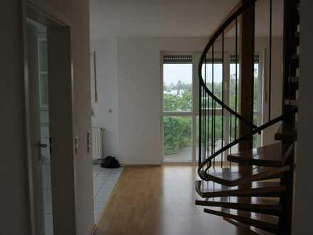 2-Zimmer-DG Wohnung mit Spitzboden und Balkon und Pkw-Stellplatz