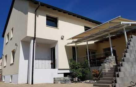 2 Familienhaus mit Stellplätzen, Keller, Solaranlage in ruhiger Lage
