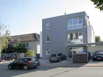 Hochwertige 3 ZKB Wohnung, Einbauküche, Terrasse, Garage + Stellplatz