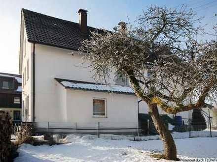 Frei stehendes Zweifamilienhaus in ruhiger Wohnlage!