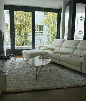 Stilvolle, neuwertige 3-Zimmer-Wohnung mit Balkon und EBK in Stuttgart-Mitte