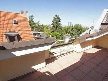 Stilvolle, geräumige 3-Zimmer-Dachgeschosswohnung mit Balkon und Einbauküche in Frankfurt am Main