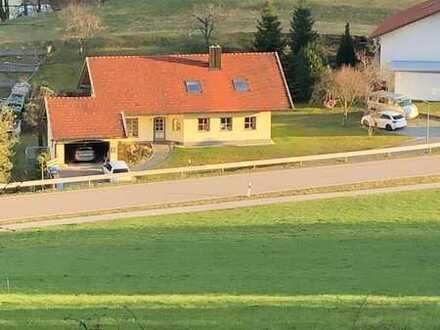 Wunderschönes Zweifamilienhaus in Perlesreut mit großen Garten zu vermieten