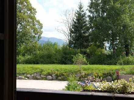 Wunderschönes Zimmer mit umlaufendem Balkon, gemütliche Wohnküche mit Bergblick, luxuriöses Bad