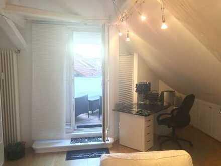 Stilvolle, vollständig renovierte 3-Zimmer-DG-Wohnung mit Balkon und EBK in Heidelberg