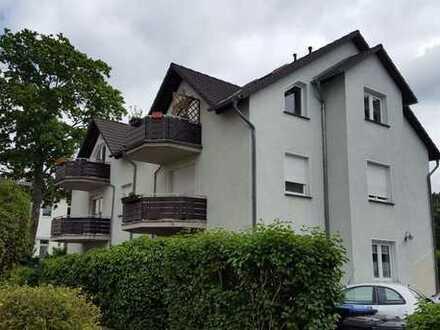 …zentrale Dachwohnung mit Balkon !