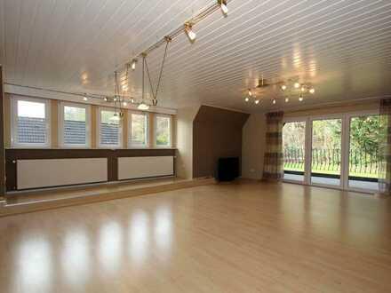 Exklusive Dachgeschosswohnung mit Einbauküche und gr. Loggia