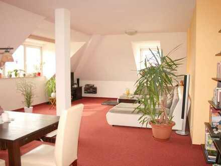 Schöne sonnige Dachgeschoß-Wohnung