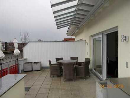 Stilvolle, neuwertige 3-Zimmer-Penthouse-Wohnung mit Balkon und EBK in Heilbronn