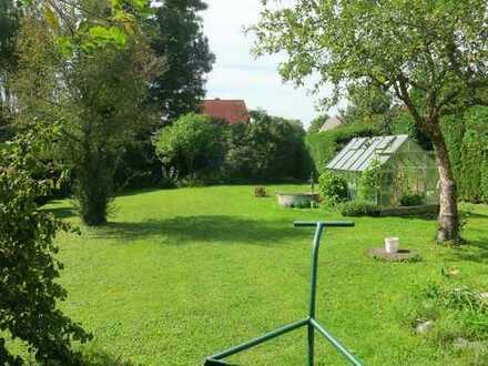 """Raum und Sonne! 2-Zimmer-Wohnung in einer kleinen """"privaten"""" Wohnanlage auf schönem Gartengrundstück"""