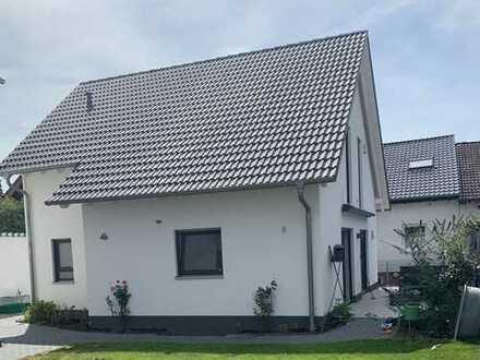 Viel Lebensqualität in freihstehendem Einfamilienhaus 1.500 €, 120 m², 5 Zimmer