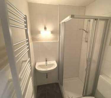 ***KLINIKVIERTEL--Apartment mit Laminat, Aufzug, neuem weißen Duschbad & kl. Pantryküche***