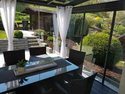 Modernisierte Wohnung mit drei Zimmern sowie Balkon und EBK in Netphen