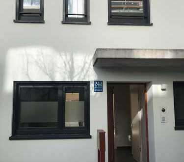Zur Miete bis 31 August 2021 -Schönes Haus, möbliert, vier Zimmer, Nähe BMW und Olympiapark