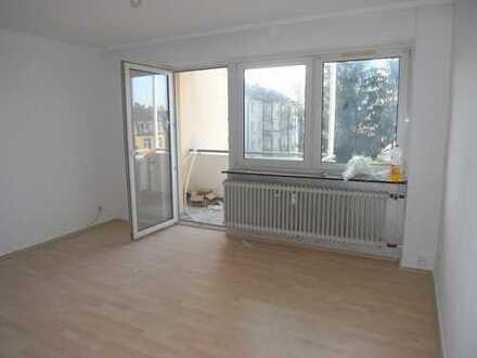 Charmante und gut geschnittene Wohnung mit kompl. EBK, hellem Wannenbad und renoviert